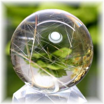 ブラジル産角閃石入り水晶丸玉(AMPHIBOLEQUARTZ-SPHERE110)