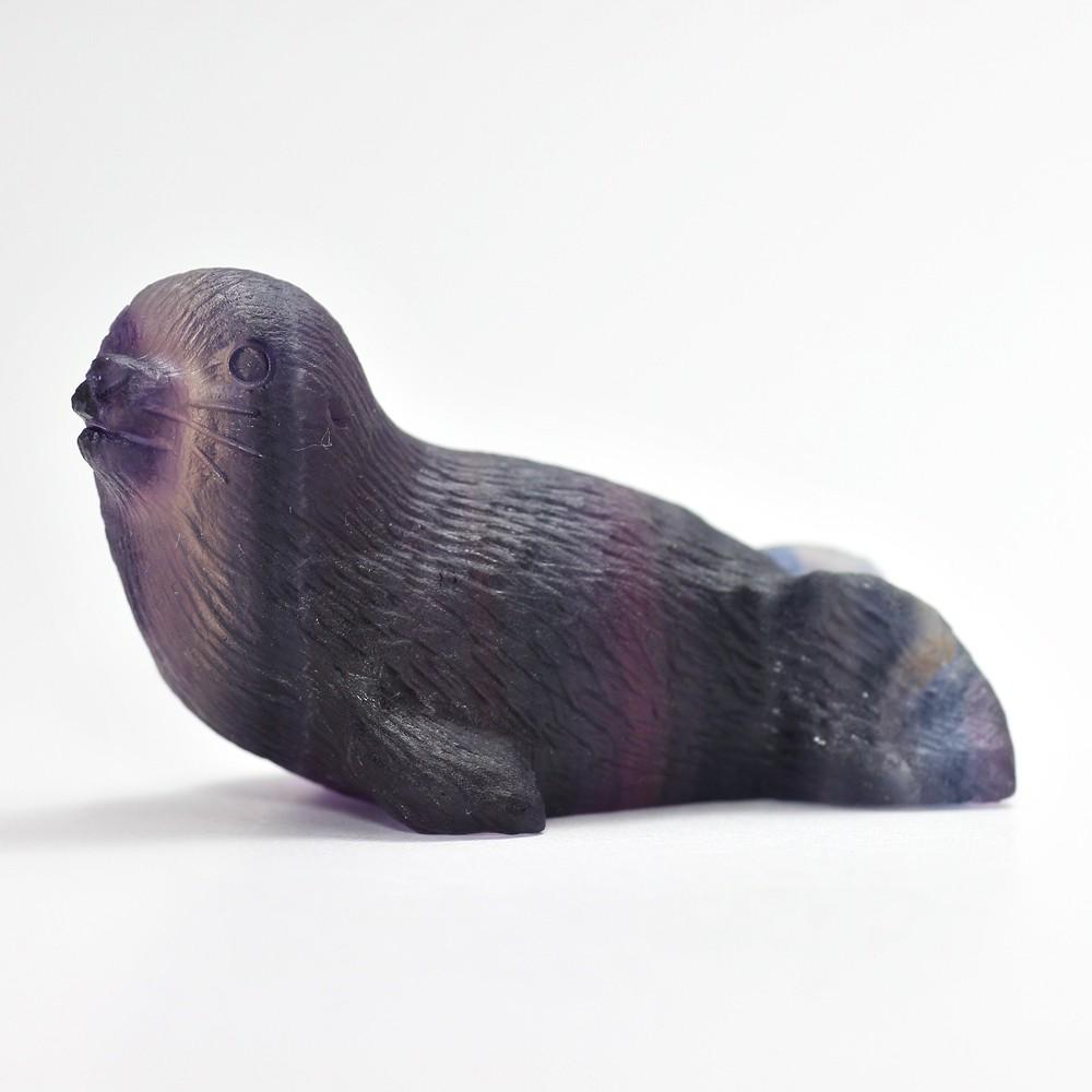 天然レインボーフローライト彫刻アザラシ(置物)