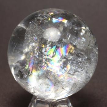 [高品質]レインボー水晶 丸玉 [直径58.6㎜] 台座付属(RAINBOWinQUARTZ-h0586is)