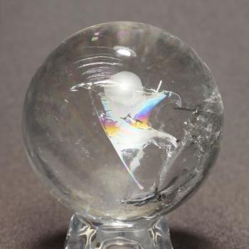 [高品質]レインボー水晶丸玉/アイリスクォーツスフィア(55.2mm)