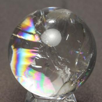 [最高品質]レインボー水晶 丸玉 台座付属(RAINBOWinQUARTZ-465mIS)