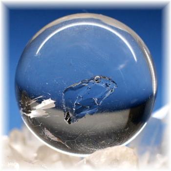 マダガスカル産水入り水晶丸玉 スフィア(ENHYDROUSQUARTZ SPHERE304HQ)