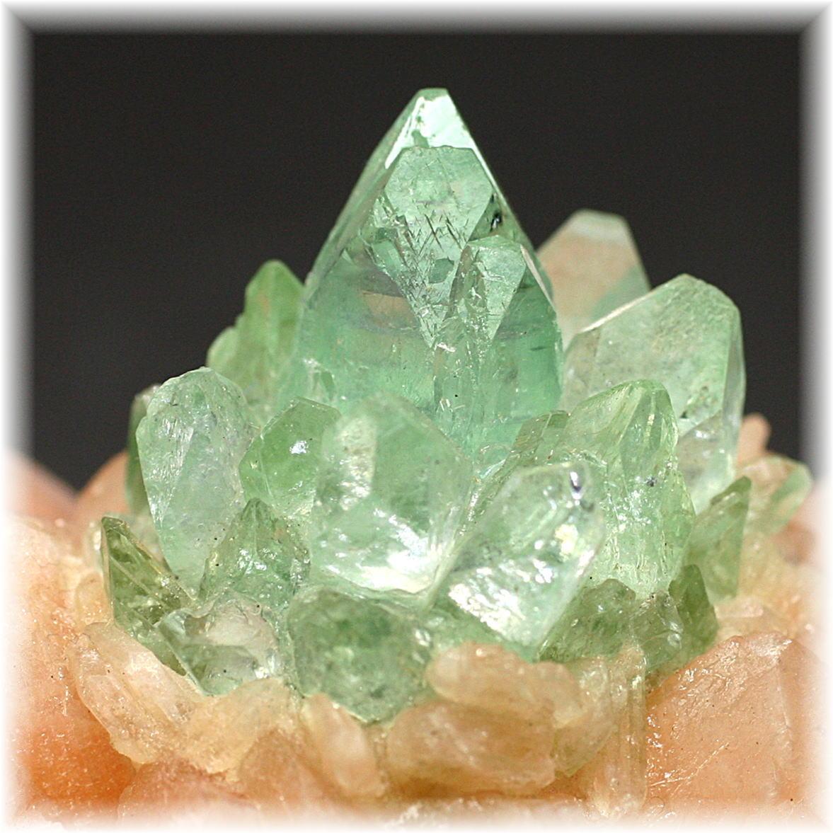 インド産 高品質フラワー・グリーンアポフィライト結晶石 [GAC-102]