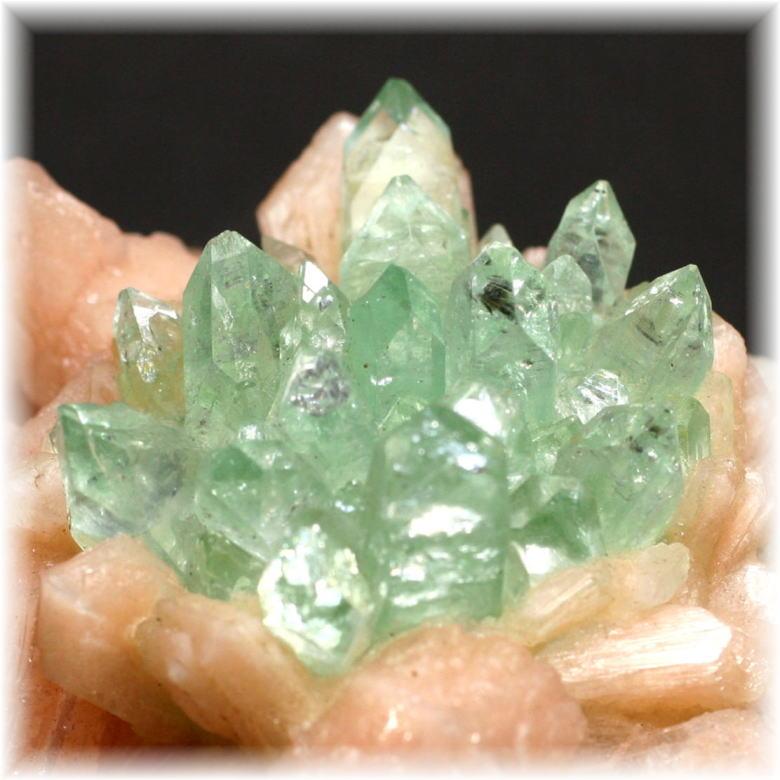 インド産 高品質フラワー・グリーンアポフィライト結晶石 [GAC-104]