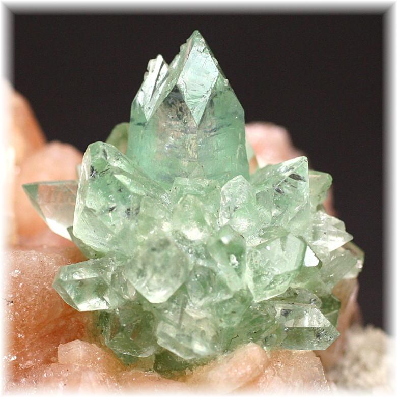 インド産 高品質フラワー・グリーンアポフィライト結晶石 [GAC-108]