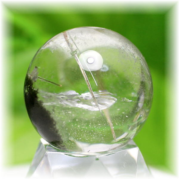 ガネッシュヒマール産天然ヒマラヤ水晶丸玉(クローライトインクォーツ)(GANESH-SPHERE301IS)