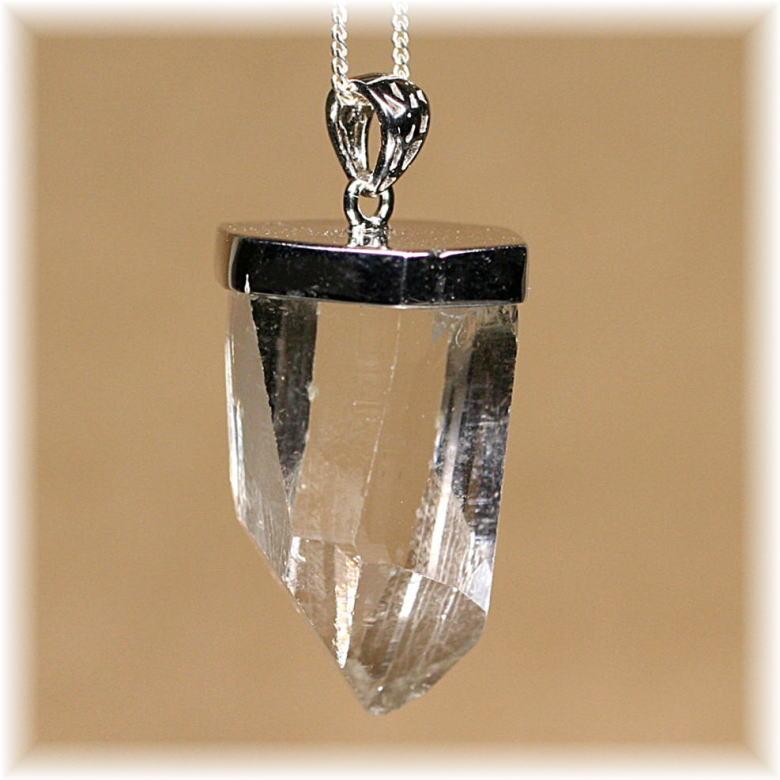 ガネッシュヒマール産ヒマラヤ水晶スーパーナチュラル ペンダント(GANEZA-SUPEARNUTURAL707IS)