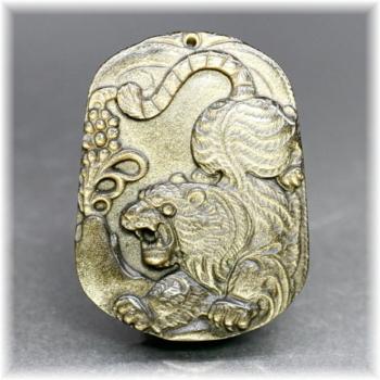メキシコ産ゴールデンオブシディアン「虎」ペンダント(GOLDENOBSIDIAN-TRPT202IS)