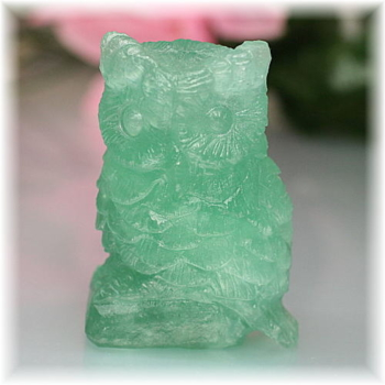 中国産グリーンフローライト彫刻品 フクロウ(GRFLUORITE-FUKUROU702IS)