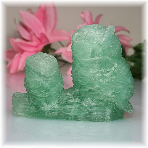 中国産グリーンフローライト彫刻品 フクロウ(GRFLUORITE-FUKUROU704IS)