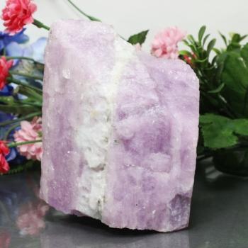 ナイジェリア産ピンククンツァイト原石[KNL-01](KUNZITE-laf01IS)
