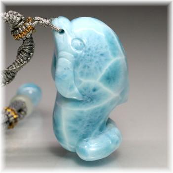 [高品質]ラリマー イルカ  彫刻ペンダント(LAR-IRU300IS)