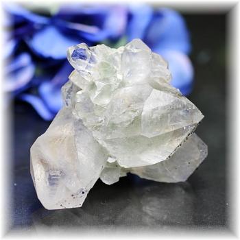 インド・マニハール産ヒマラヤ水晶クラスター<ファントム>(MANIHAAR-CL002IS)