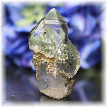 インド・マニハール産ヒマラヤ水晶クラスター<グリーンファントム>(MANIHAAR-CL005IS)