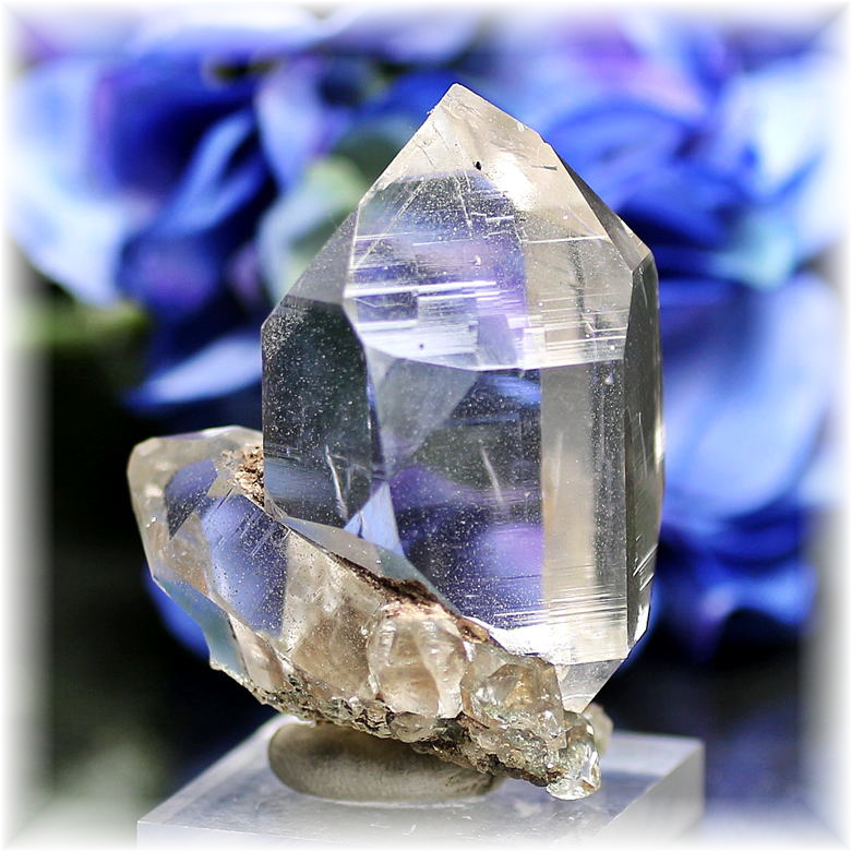 インド・マニハール産ヒマラヤ水晶ナチュラルポイント<クォーツイン&ファントム>(MANIHAAR-QUARTZ105IS)