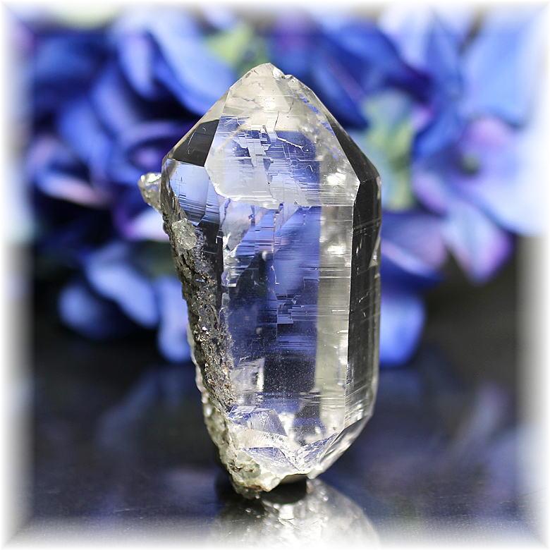 インド・マニハール産ヒマラヤ水晶ナチュラルポイント<クローライト・クォーツイン>(MANIHAAR-QUARTZ107IS)