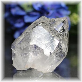 インド・マニハール産ヒマラヤ水晶ナチュラルポイント<セルフフィールド>(MANIHAAR-QUARTZ110IS)
