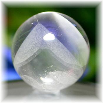 マダガスカル産ファントム水晶丸玉(PHANTOM_QUARTZ_SPHERE-MD08)