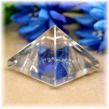 ブラジル産水晶ピラミッド(QuartzPyramid-1608)