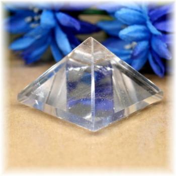 ブラジル産水晶ピラミッド(QuartzPyramid-1610)