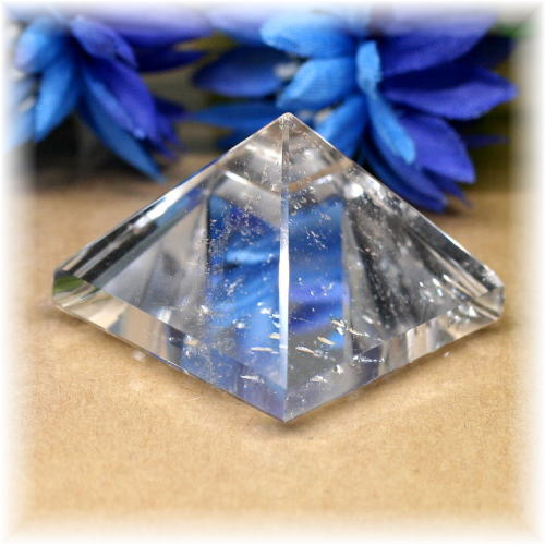 ブラジル産水晶ピラミッド(QuartzPyramid-1613)