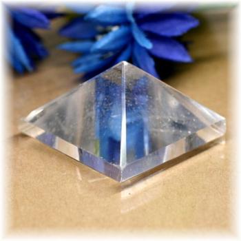 ブラジル産水晶ピラミッド(QuartzPyramid-1615)