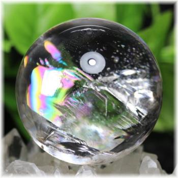 [高品質]虹入り天然水晶丸玉 台座付属[直径66.5㎜](RAINBOWinQUARTZ-665mIS)
