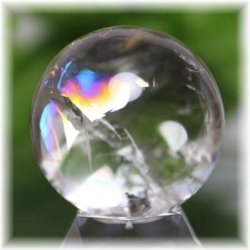 ブラジル産虹入り天然水晶丸玉(RAINBOWinQUARTZ-904IS)