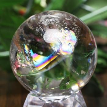 [トップクォリティ]レインボー水晶 丸玉 台座付属(RainbowCrystal-tprc0384is)