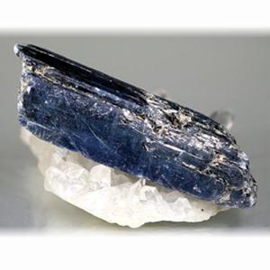 ジンバブエ産カイヤナイト原石(ZIMBABWE-KAYNITE101RAF)
